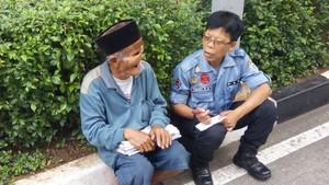 Kakek Abdurahman Penjual Koran: Ada yang Lebih Susah dari Saya