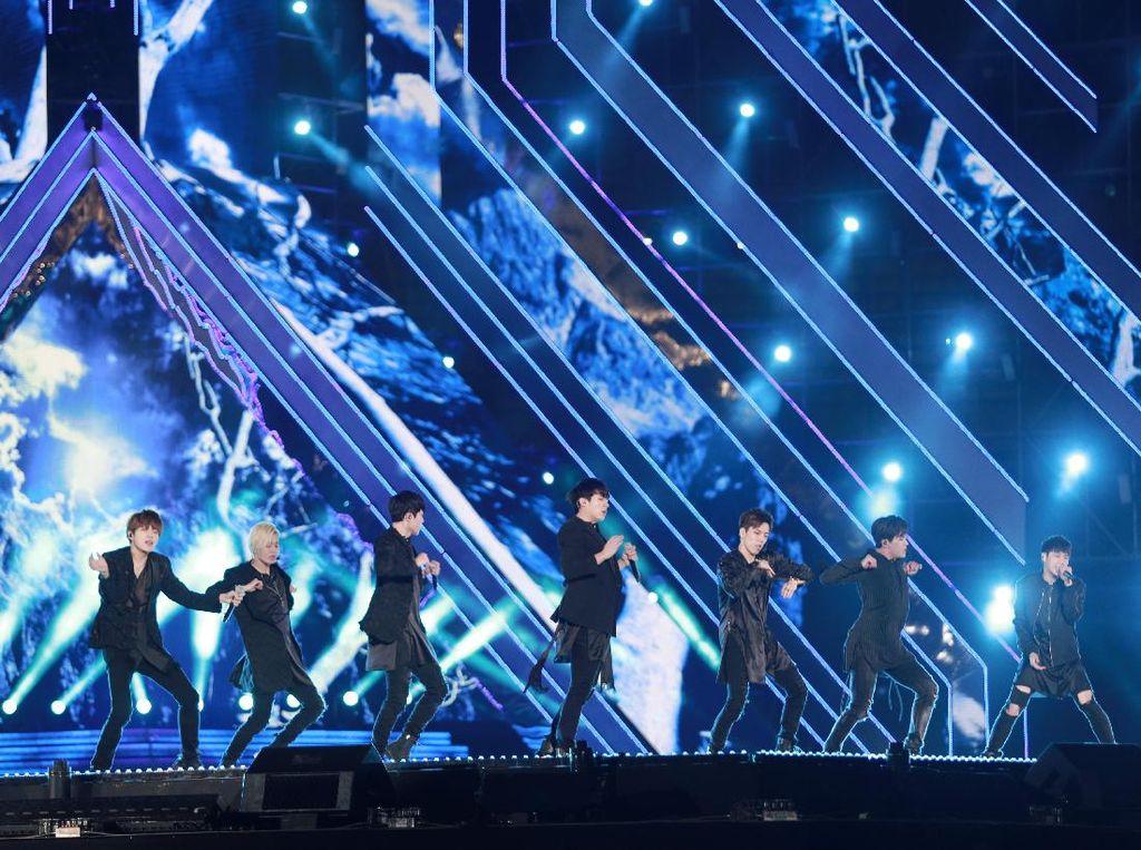 Sengaja Sentuh Bagian Intim Para Member Grup K-pop, Komedian Ini Minta Maaf