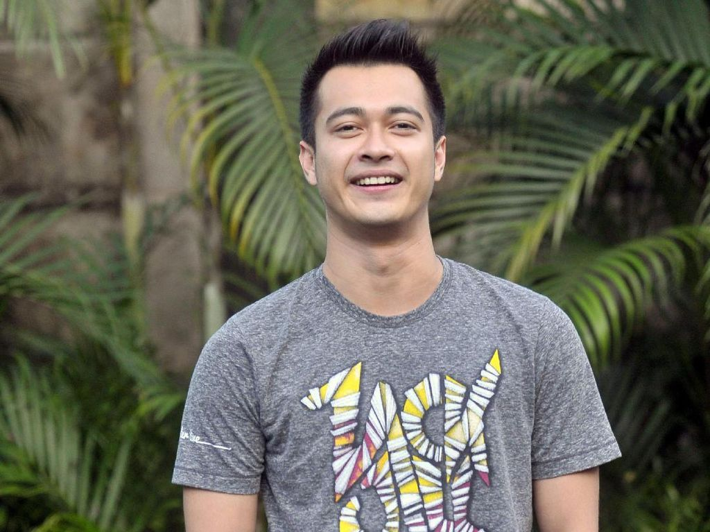 Minggat dari Rumah, Eza Gionino Suruh Sopir Ambil TV 50 Inch