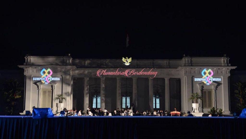 Presiden Jokowi: Ayo Merapat ke Istana Merdeka Malam Ini!