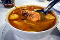 Sup tom yam khas Thailand.