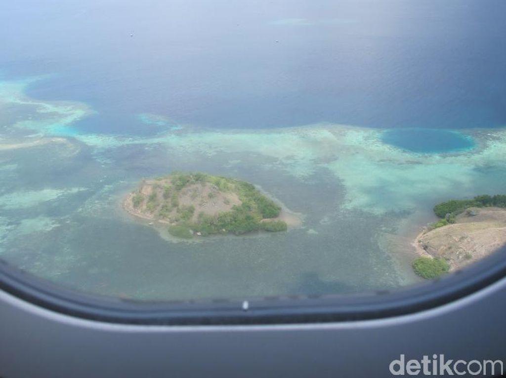 Oh, Begini Indahnya Labuan Bajo Dilihat dari Pesawat