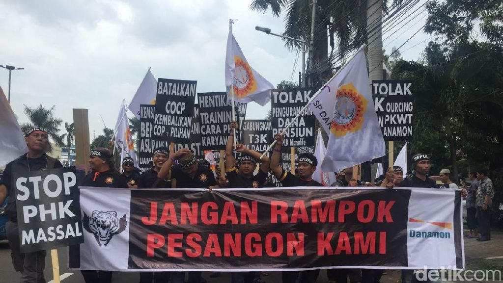 Karyawan Danamon Demo Jalan Kaki, Minta Sepultura