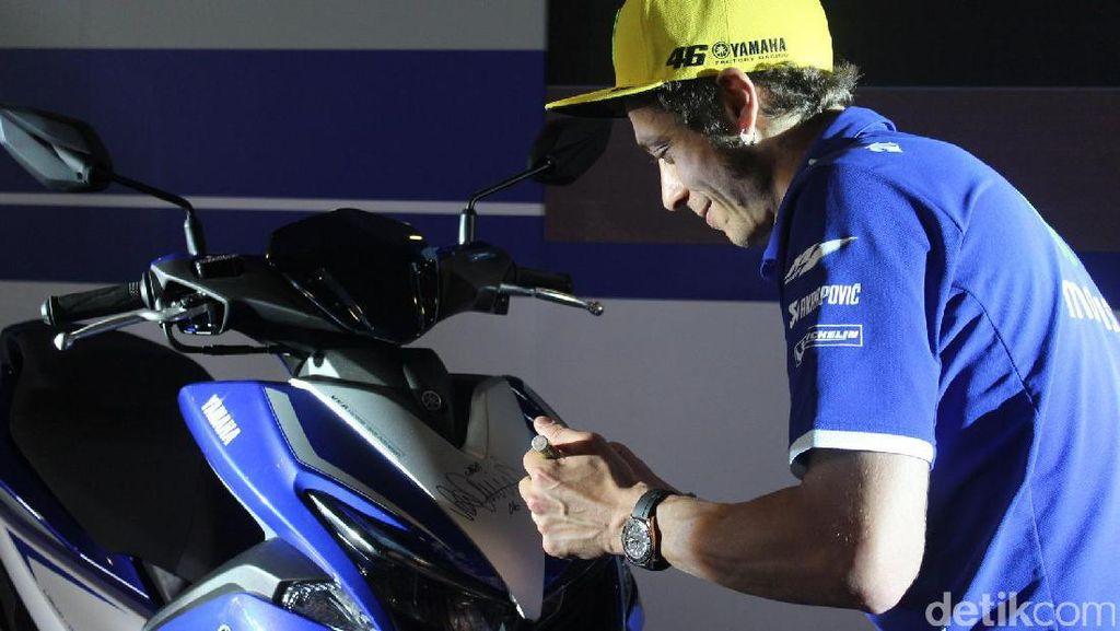 Yamaha Pikirkan  Jual Motor dengan Tanda Tangan Valentino Rossi