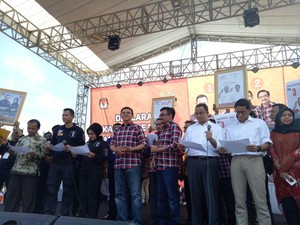 Aksi Istri Agus, Anies dan Djarot Kampanye Sapa Warga Jakarta