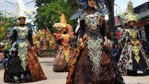 Pawai Batik Tulis Ditonjolkan Peringati HUT Kabupaten Pamekasan