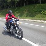Wus!! Ngebut dengan Motor Retro Honda CB1100 di Jalan Tol Malaysia