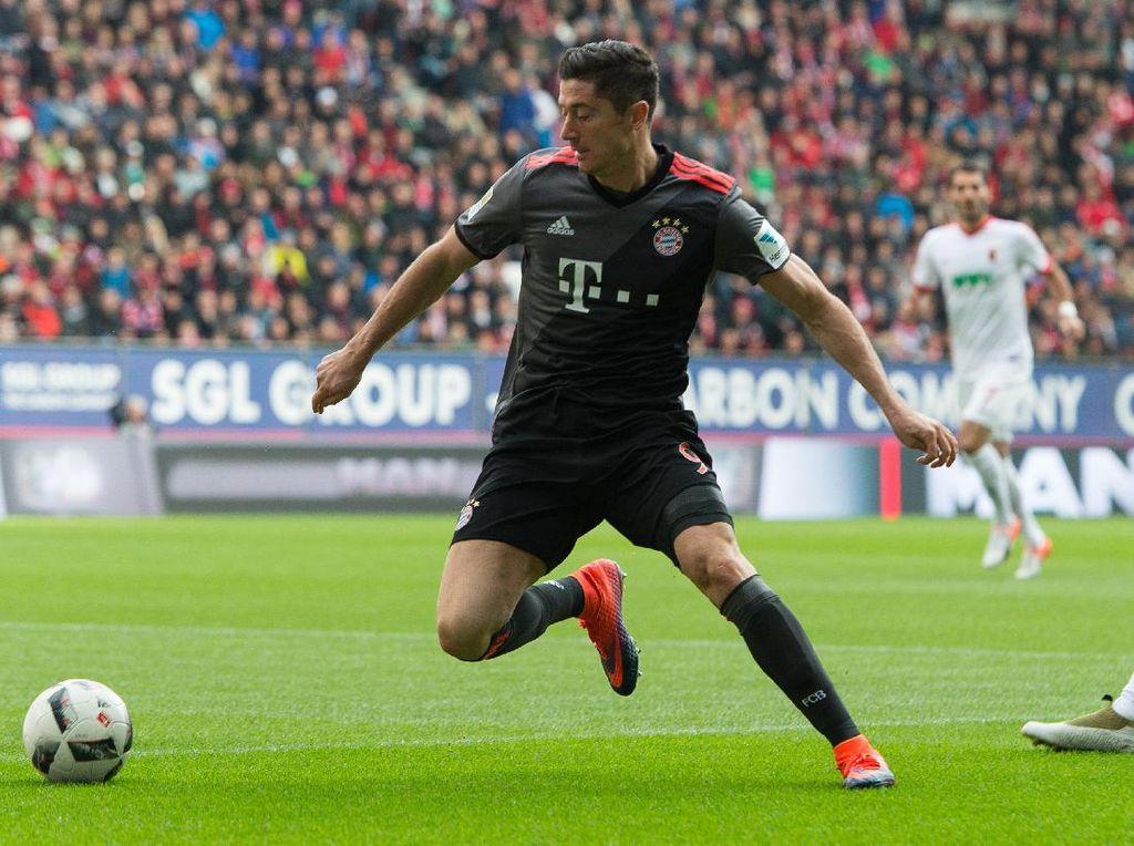 Lewandowski Dua Gol, Bayern Kalahkan Augsburg 3-1