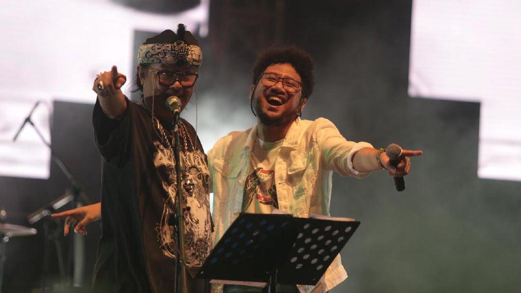 Jenakanya Orkes Moral Pengantar Minum Racun Buat Synchronize Fest Tertawa