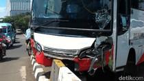 Ini Penyebab Tabrakan Beruntun 8 Kendaraan di Perempatan Trakindo Cilandak