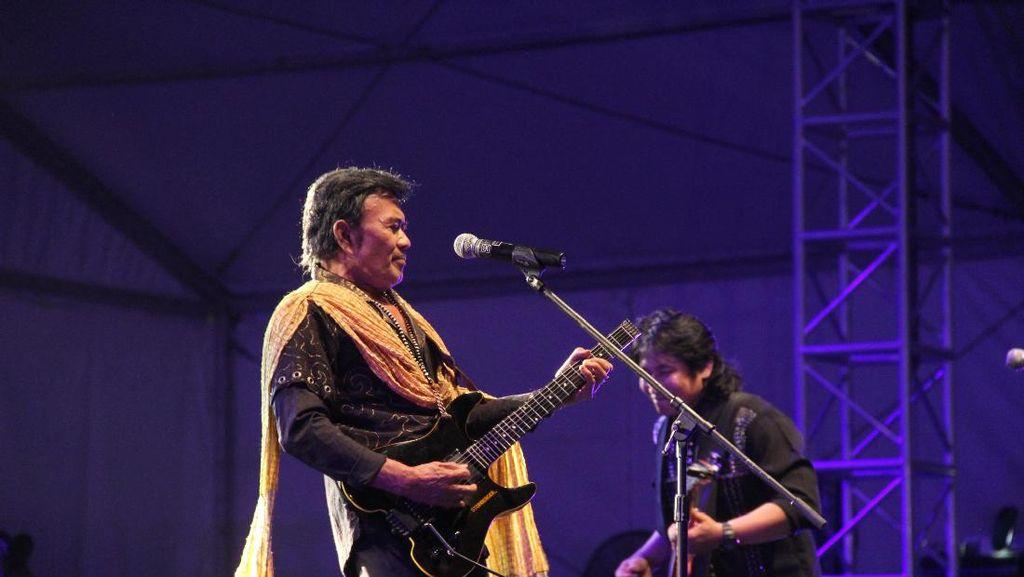 Penampilan Tak Terlupakan Si Raja Dangdut di Panggung Synchronize Fest