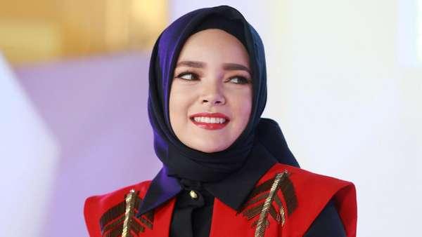 Manisnya Dewi Sandra Bikin Terpikat