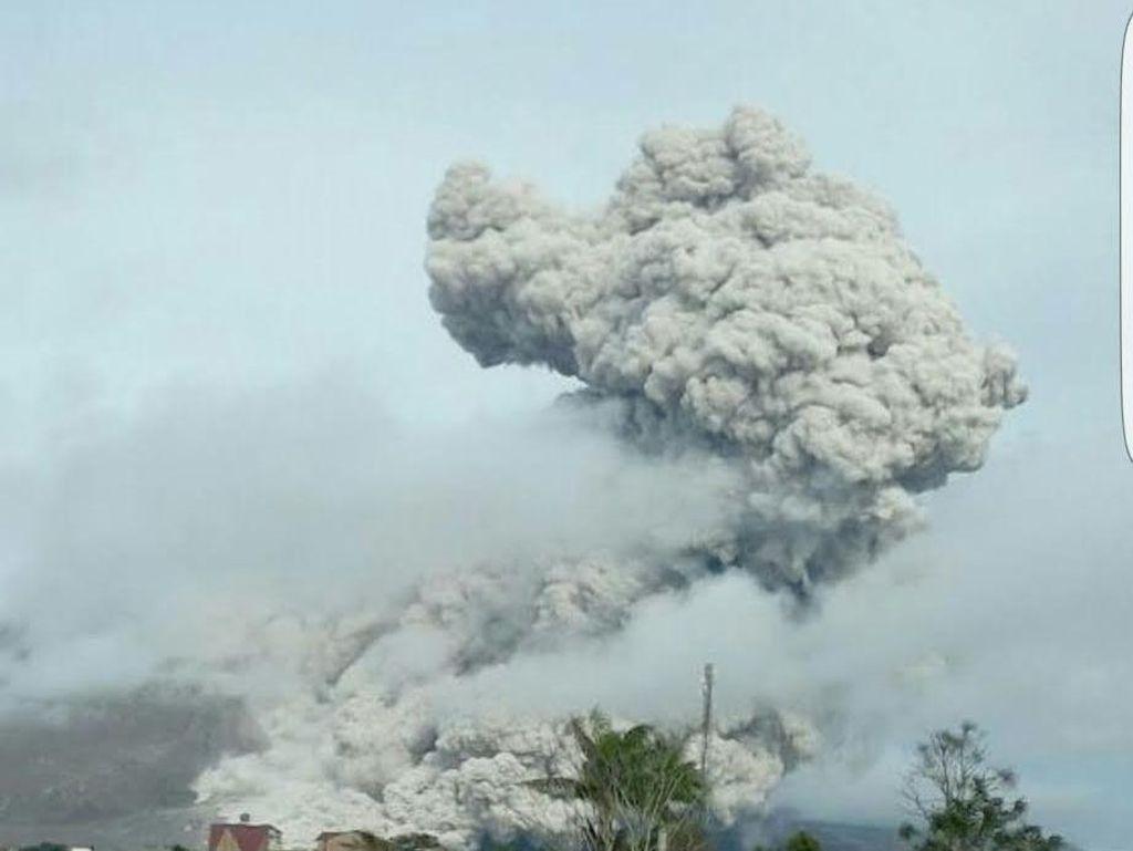 Gunung Sinabung Erupsi, Luncurkan Awan Panas 3 Km