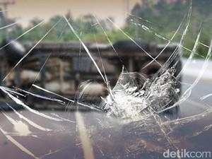 Minibus Tabrak Tiang di Underpass Mampang, Polisi Cek TKP
