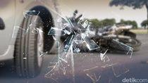 Adu Banteng Mobil-Motor di Koja: Motor Rusak, Pengendara Luka-luka