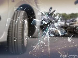 Mobil PJR Ditabrak Truk di Tol Tangerang Arah Merak, 6 Orang Luka-luka