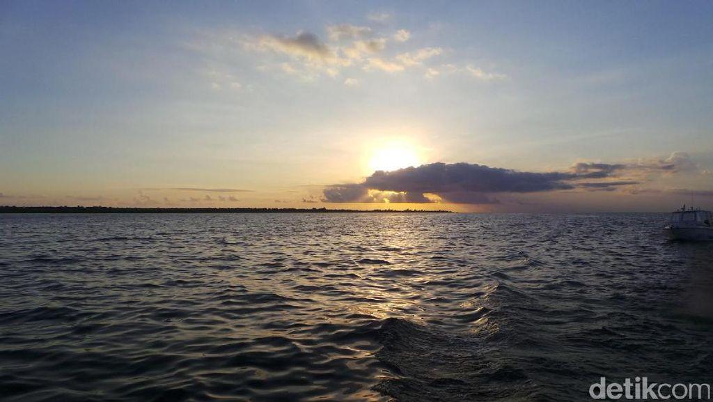 Bukan Cuma Bawah Laut, Sunset di Wakatobi Juga Menawan