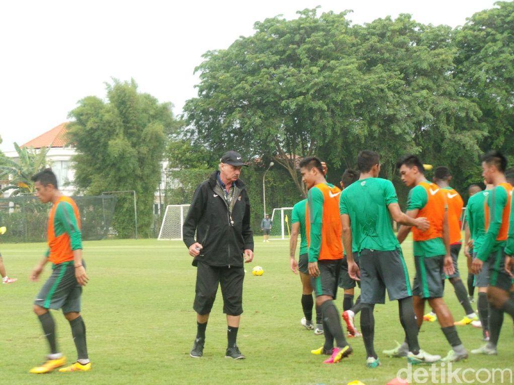 Tak Leluasa Panggil Pemain ke Piala AFF, Riedl: Tak Semua Klub Dukung Timnas
