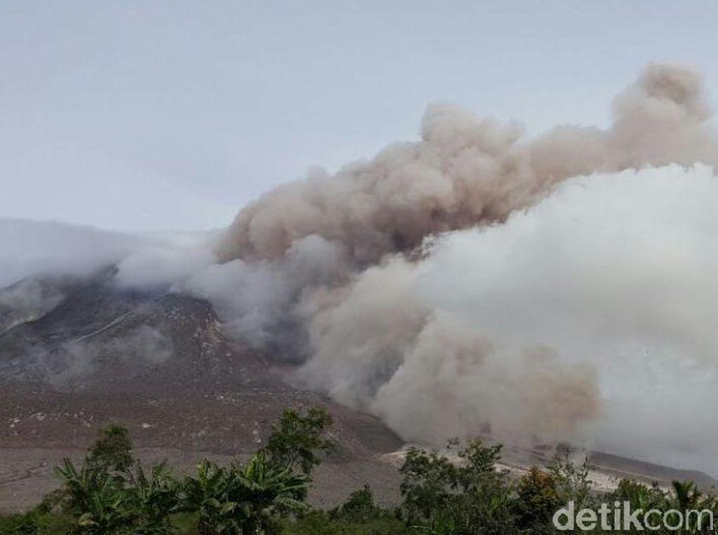 Ini Penampakan Gulungan Awan Panas Gunung Sinabung