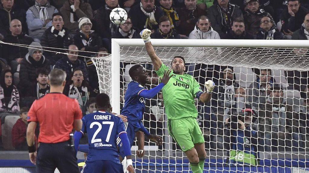Buffon Ukir Penampilan ke-100 di Liga Champions