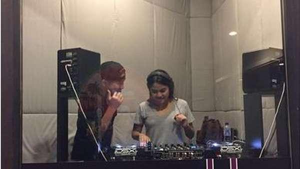 Yuk, Intip Penampilan Aurel Hermansyah saat Nge-DJ