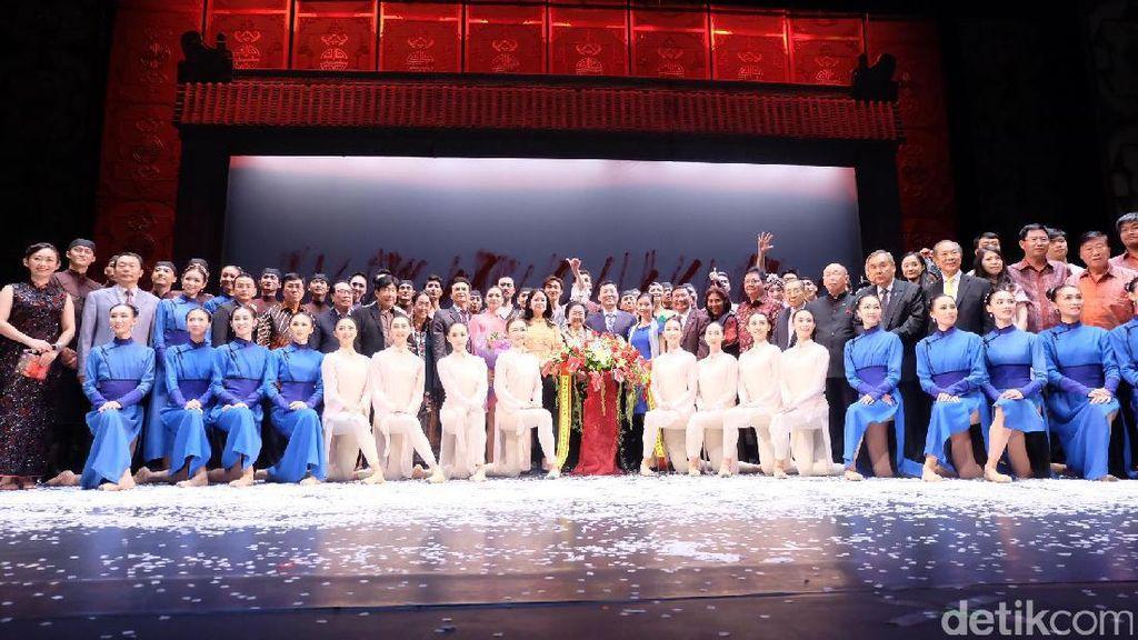 Kelompok Tari Balet Asal Tiongkok Pentaskan Raise The Red Latern