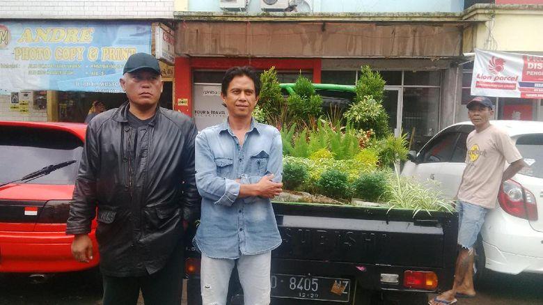 Tiba di Jakarta, Pendemo dari Bandung ini Bawa Tanaman untuk Pemprov DKI