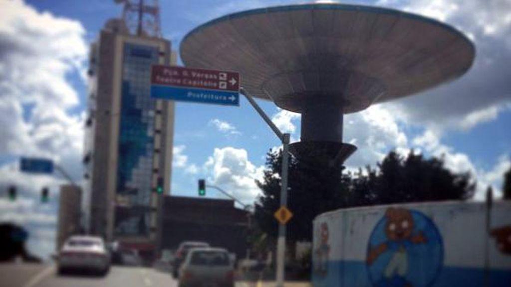 Pemburu Alien di Brasil Ngumpulnya di Menara UFO