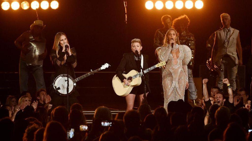 Beyonce Panaskan CMA Awards 2016