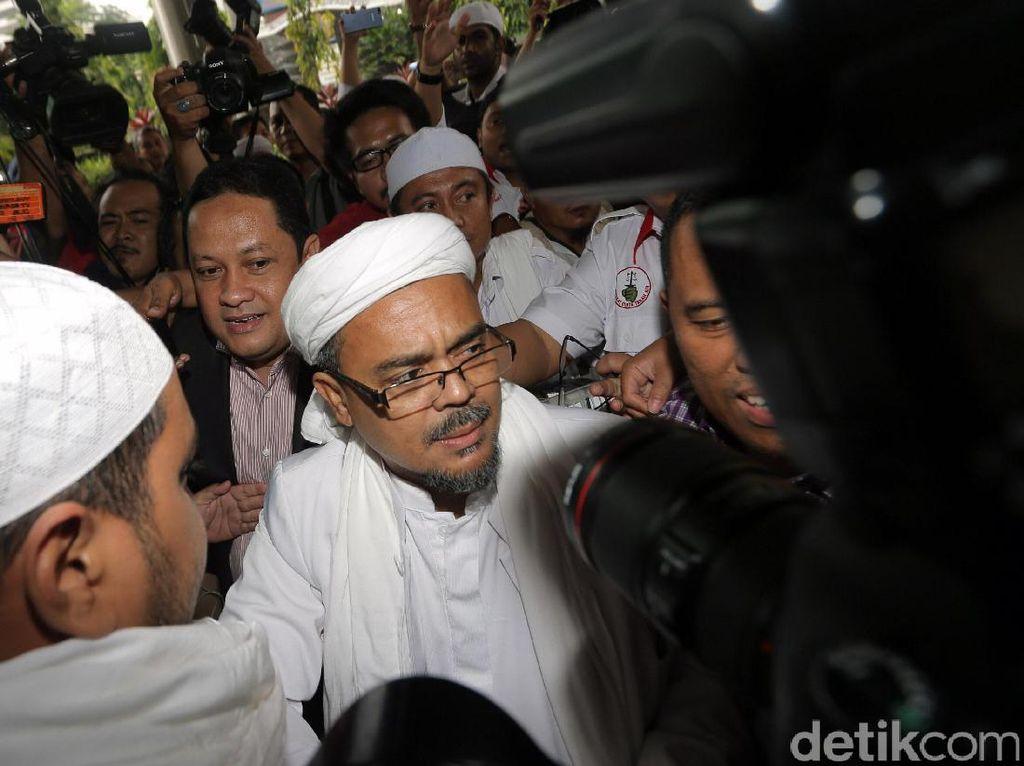 Habib Rizieq Bawa-bawa Kerumunan Jokowi, Jaksa Anggap Cuma Giring Opini