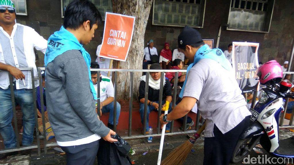 Massa Aksi Demo 4 November Bersih-bersih Istiqlal