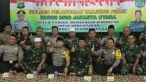Polisi-TNI di Pelabuhan Tanjung Priok Doa Bersama untuk Keamanan Demo Besok