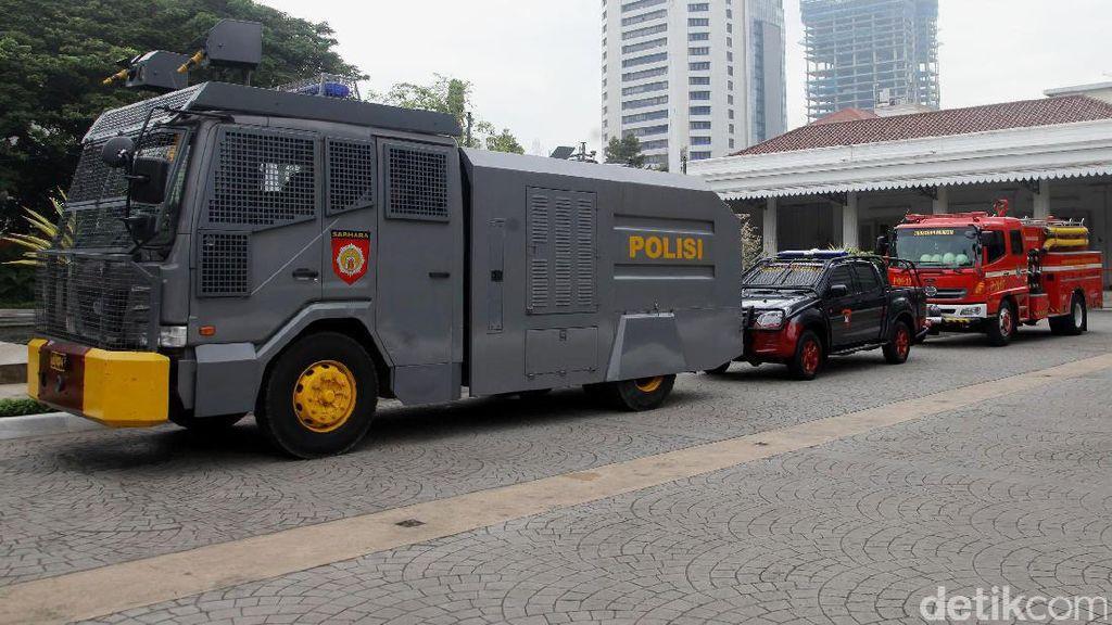 Water Cannon Disiagakan di Balai Kota DKI