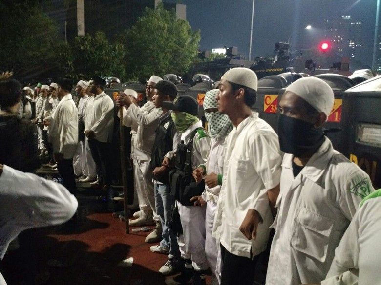 Demo 4 November Usai, Massa HMI dan FPI Terlibat Keributan
