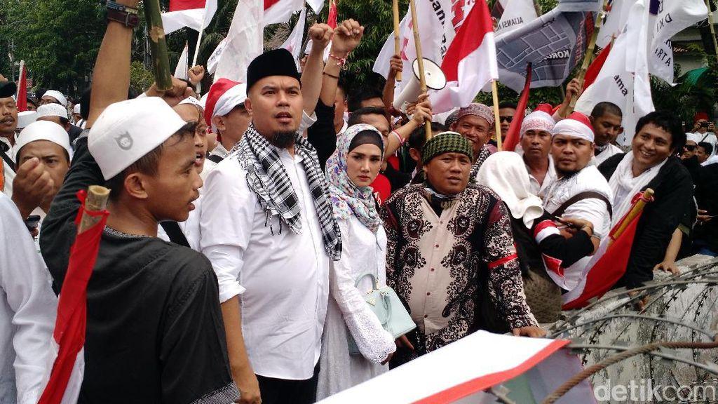 Senjata Ahmad Dhani Lawan Pro Jokowi: Sebut Video Palsu dan Laporkan Balik