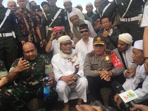 Sisi Lain Potret Kesejukan Demo 4 November, #JakartaHarusDamai