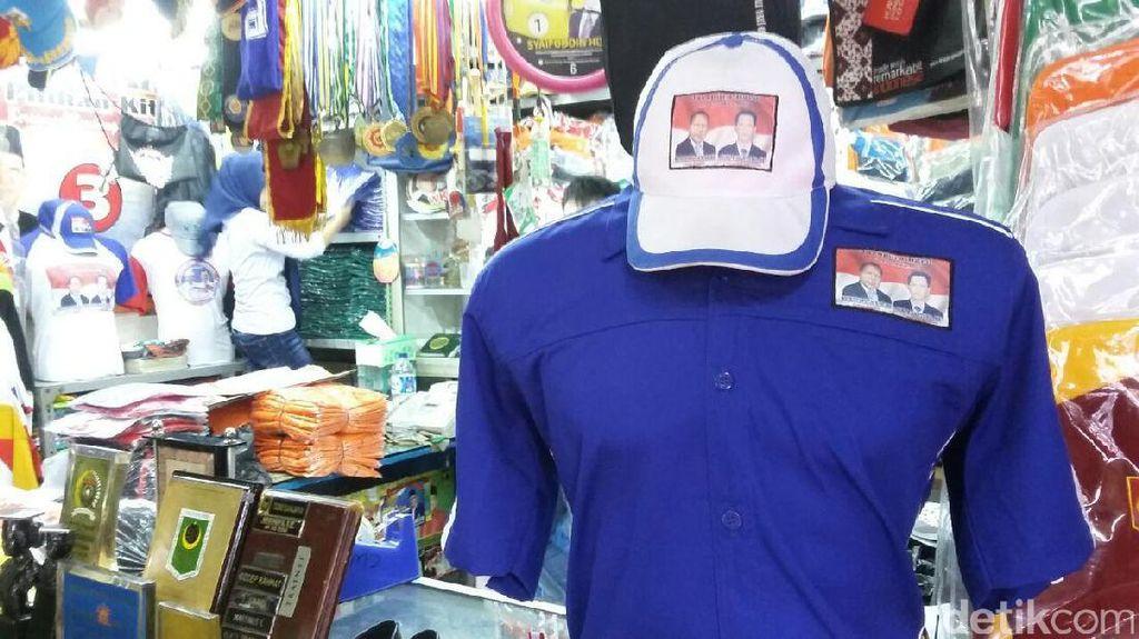 Penjualan Atribut Pilkada di Pasar Senen Masih Sepi