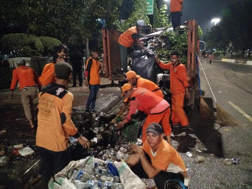 Banyak Aksi Massa, Pasukan Oranye Kerja Ekstra