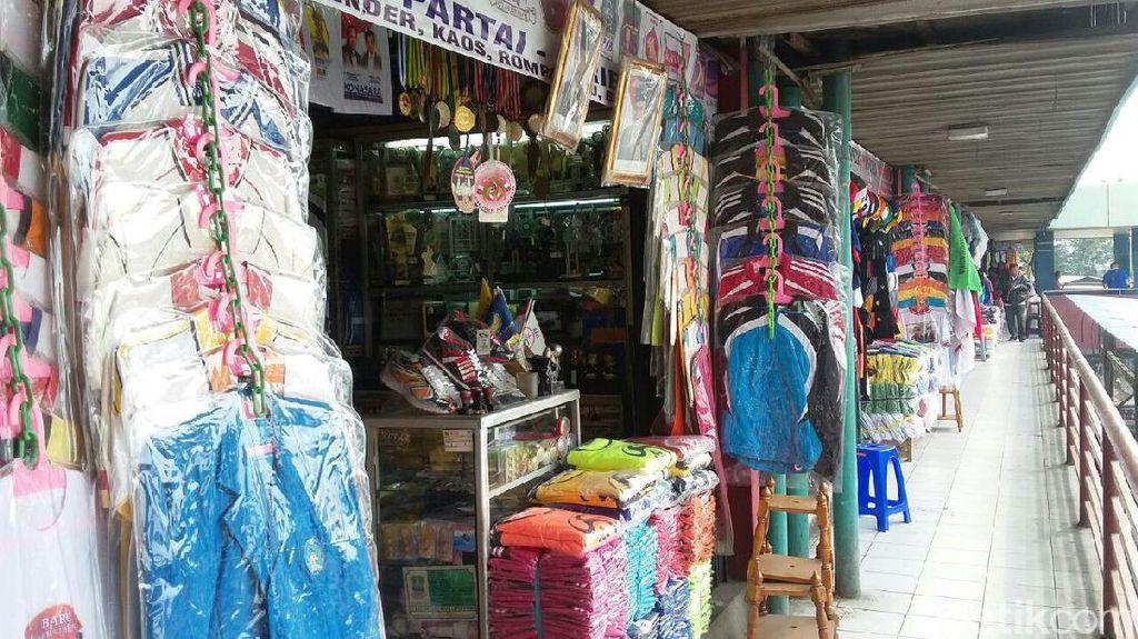 Penjualan Atribut Pilkada di Pasar Senen Belum Ramai