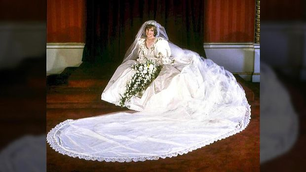 Picture dated 29 July 1981 of Diana, Princess of Wales, in her wedding dress. Princess Diana died of a lunge haemorrhage early 31 August 1997 in Paris after surgery following a high-speed car crash in which her companion Egyptian millionaire Dodi el-Fayed was also killed. / AFP PHOTO / PA