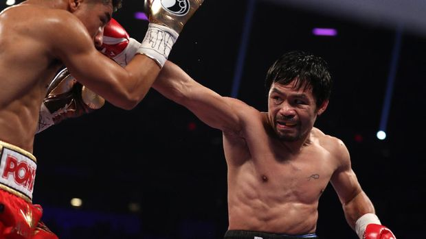 LAS VEGAS, NV - NOVEMBER 05: (R-L) Manny Pacquiao of the Philippines lands a right to the head of Jessie Vargas during their WBO welterweight championship fight at the Thomas & Mack Center on November 5, 2016 in Las Vegas, Nevada.   Christian Petersen/Getty Images/AFP