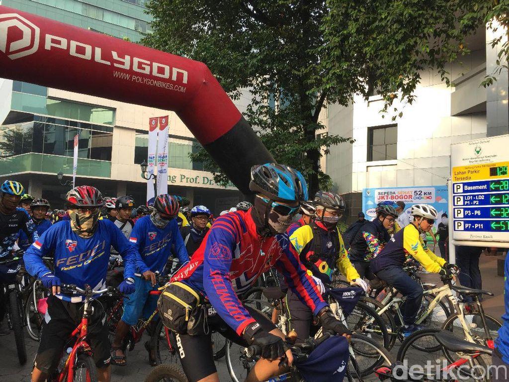 Kring-kring! Peringati Hari Kesehatan, 700 Pesepeda Gowes Jakarta-Bogor