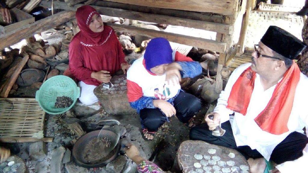 Kampanye di Pandeglang, Rano Karno Makan Bersama Warga Pembuat Emping