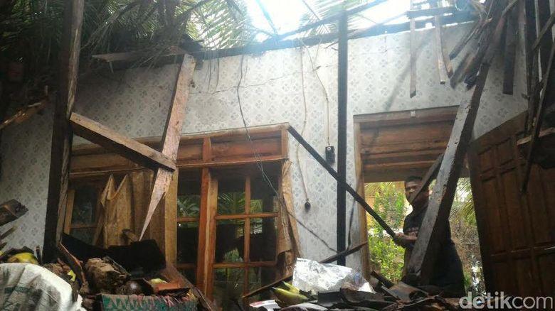 Angin Puting Beliung Terjang 3 Kecamatan di Trenggalek
