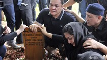 Nikita Mirzani Beri Kode ke Ayu Ting Ting, Ibunda Ashanty Meninggal Dunia
