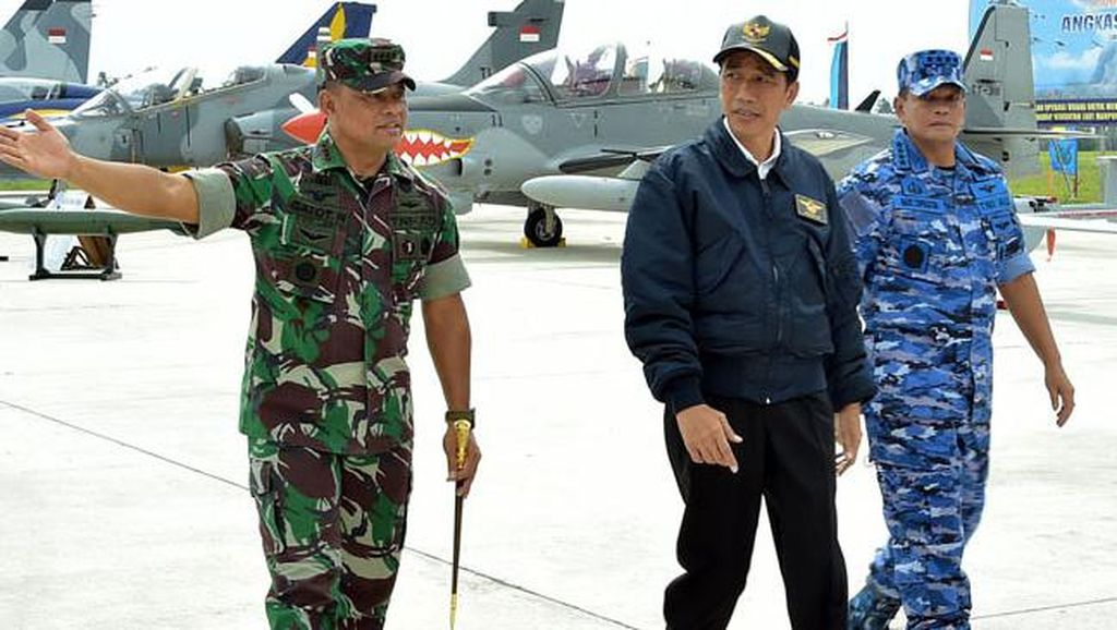 Foto: Selain Jaket Bomber, Ini Penampilan Jokowi dengan Jaket-jaket Kekinian