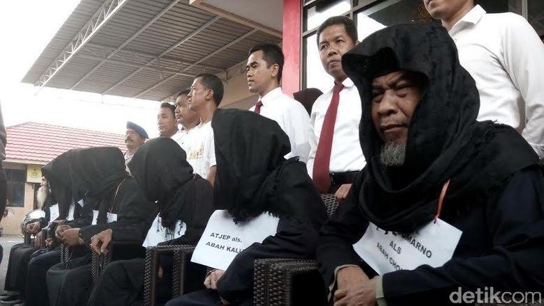 Sandiwara Maha Guru Dimas Kanjeng: Kuli, Komat-kamit dan Imbalan Rp 20 Juta
