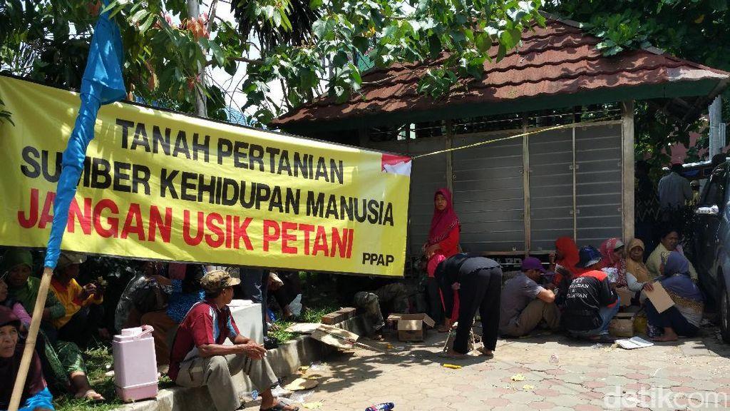 Ratusan Warga Kulon Progo Demo di BLH DIY Serukan Tolak Pembangunan Bandara