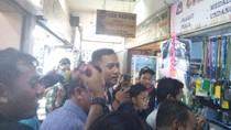 Sambil Belanja Teri, Agus Yudhoyono Dengarkan Keluhan Pedagang Pasar Senen