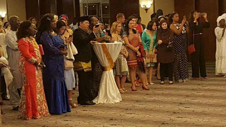 6 Finalis Miss Senegal 2016 Promosikan Batik Indonesia